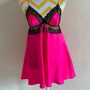 🔥Victoria's Secret Hot Pink & Black Lace Négligée